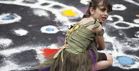 c-2009-lindsay-buckley-fairy-girl-with-chalk-585×300.jpg