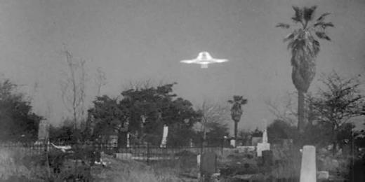 plan9_graveyard_ufo.jpg